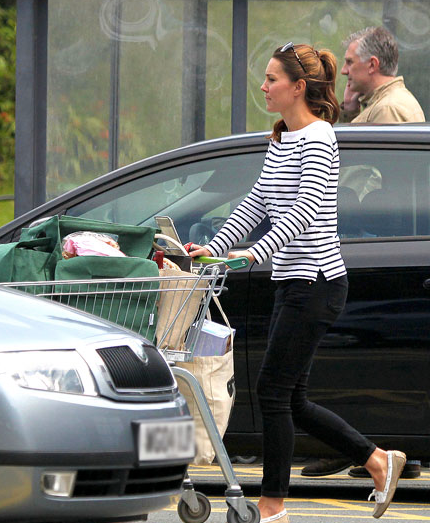 Princess Kate shopping one month post birth