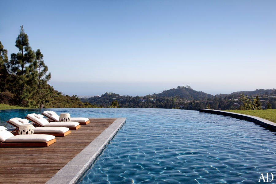brady-14-gisele-bundchen-tom-brady-eco-pool-view