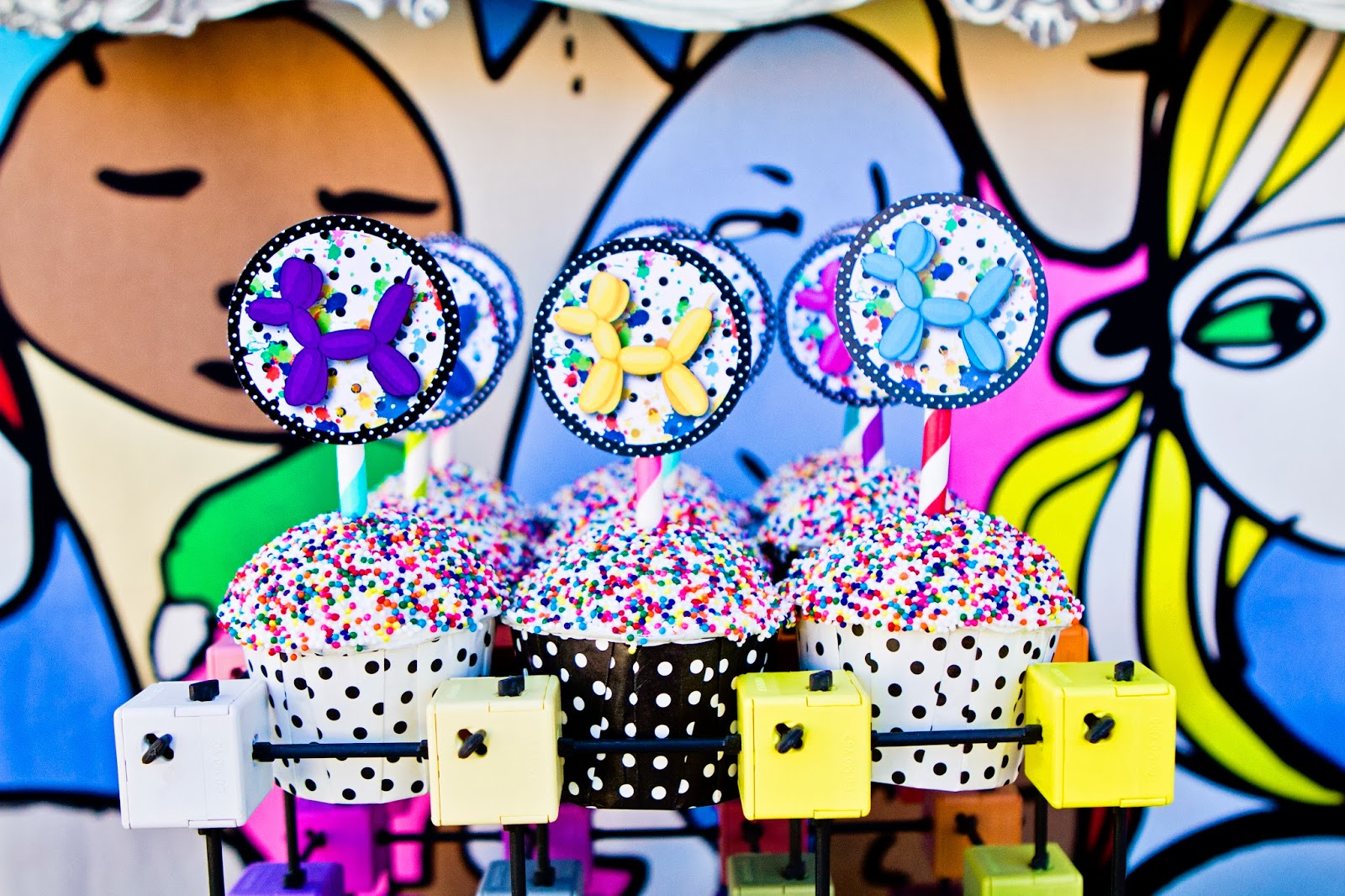 pop art party :: cupcakes