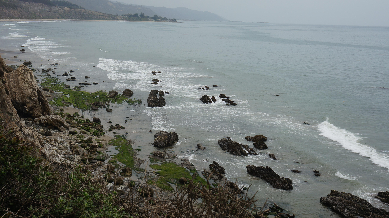 overlooking a cliff // carpinteria