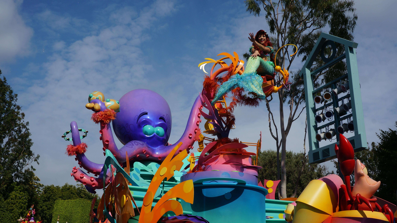 Disneyland_Ariel_Parade
