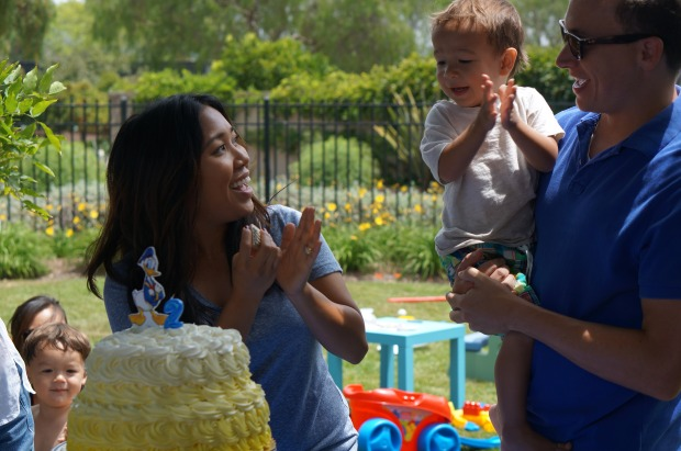 Donald Duck Nautical birthday party // cake cutting
