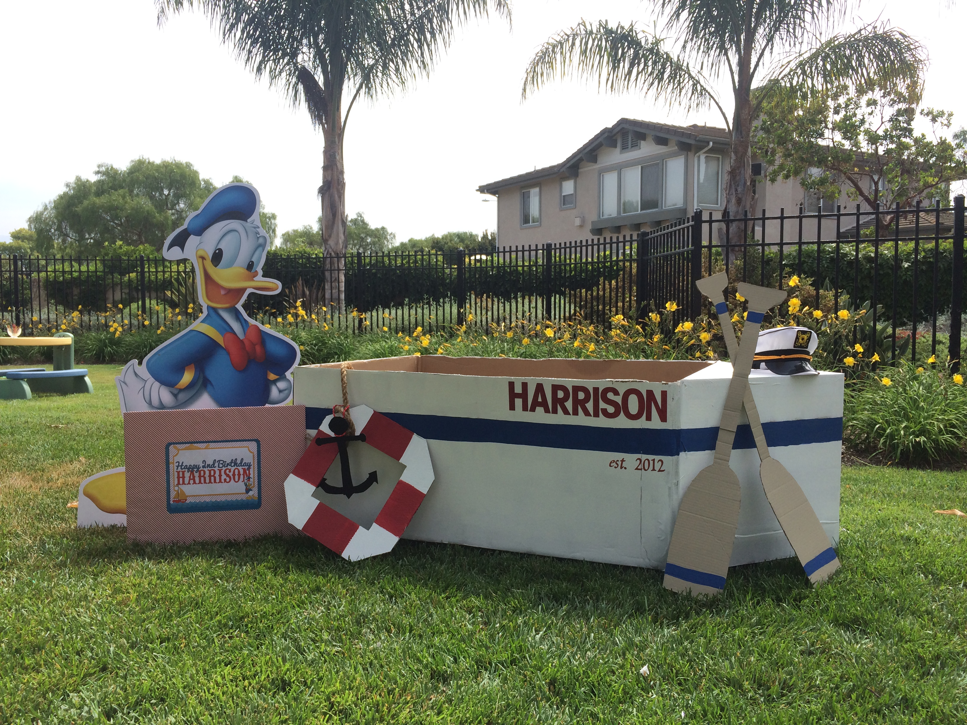 Donald Duck Nautical birthday // photo booth // cardboard boat