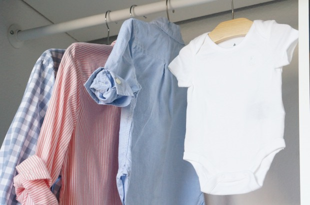 pregnancy annoucement // displaying family clothes