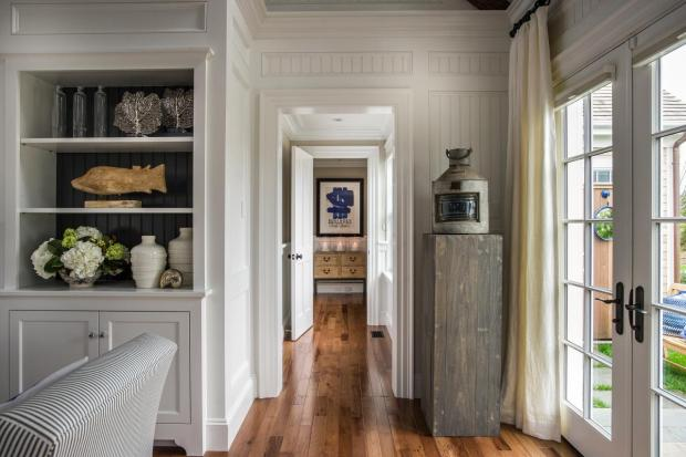 hgtv_dream_home_2015_great-room_sunny-hallway_h.jpg.rend.hgtvcom.1280.853