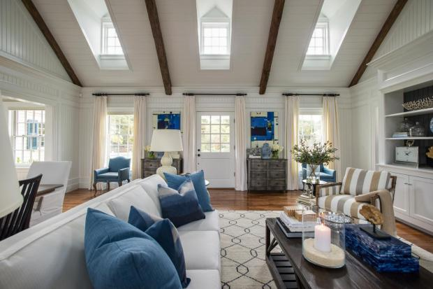 hgtv_dream_home_2015_great-room_view-toward-front-door