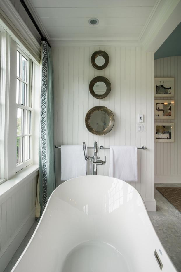 hgtv_dream_home_2015_master-bathroom_artistic-mirrors-bathtub_v.jpg.rend.hgtvcom.1280.1920