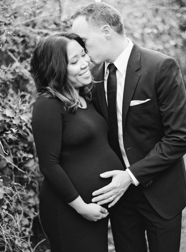 thegreatromance-black and white maternity-family photo shoot