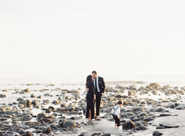 thegreatromance-formal maternity photo-beach